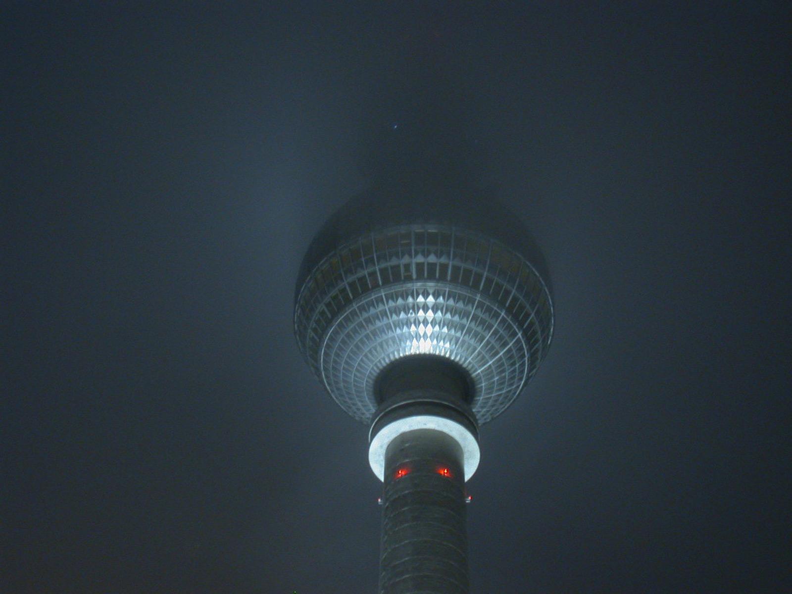Fernsehturm bei Nacht Wallpaper-2