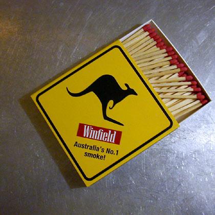 "Winfield ""Känguru-Schild"""